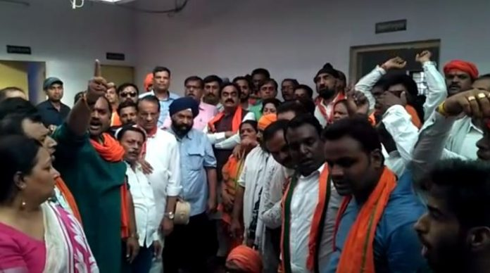 bjp-state-president-protest-in-police-statation-ti-line-attach-