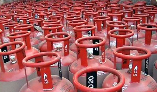 lpg-cylinders-without-subsidy-cooking-gas-price-cut-by-62-rupees-50-paise