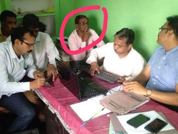 engineer-caught-red-handed-with-bribe-in-datia