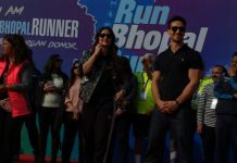 'Run-Bhopal-Run'--Kareena-Kapoor-and-Tiger-Shroff-performances-by-Runners