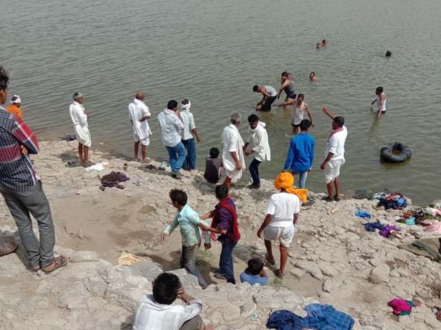 Painful-Incident--9-people-death-drowning-in-river-in-rajgadh-