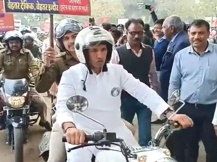 When-Jute-Patwari-riding-a-bullet-on-Indore-Road