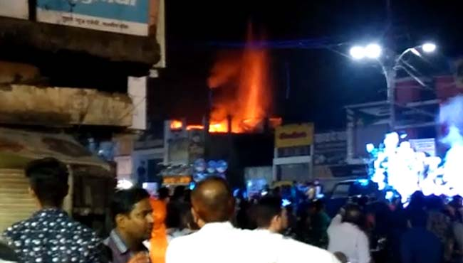 Fire-in-the-electronic-shop-during-fireworks-in-shiv-barat-in-jabalpur