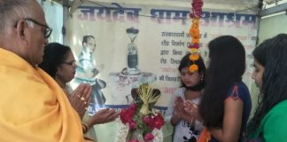 world's-second-largest-Rhinestone-Shivling-