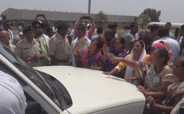 tension-arise-due-to-way-of-colony-women-stop-sdm-car