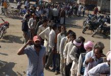 line-of-farmers-for-fertilizer-in-guna