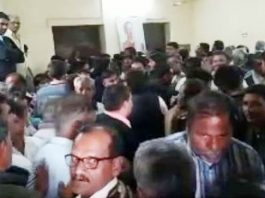 -clash-between-Natarajan-and-Scindia-supporters-in-mandsaur