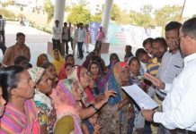 beneficiaries-raise-slogan-for-pm-housing-scheme-