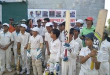 mini-cricketers-cheering-team-India-in-jabalpur-