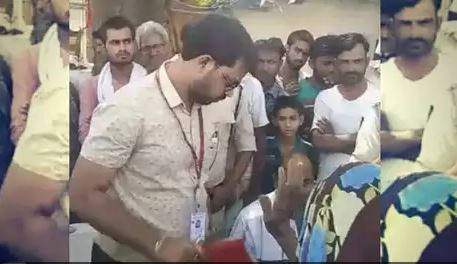 officer-got-angry-on-old-women-after-bycott-of-loksabha-elections-khajuraho