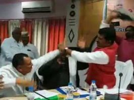 BJP-MP-sharad-tripathi-beaten-his-own-party-MLA-with-shoe-in-up-video-viral