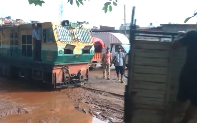 loading-vehicle-came-in-front-of-train