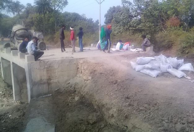 bad-quality-material-use-in-road-construction