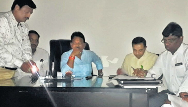 power-cut-in-meeting-of-minister-meeting-on-electricity-issue-in-indore-