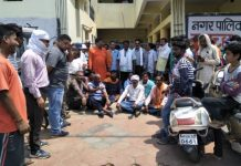 -BJP-councilor-protest-against-nagar-nigam-