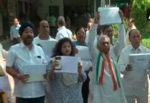 congress-workers-gave-proof-to-shivraj-singh-chouhan-of-farmers-debt-waiver-scheme-in-bhopal