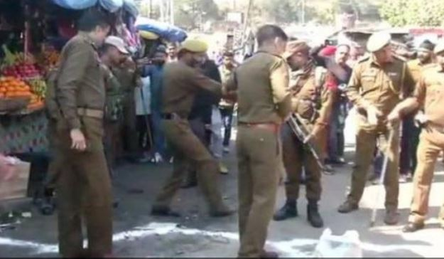 18-people-injured-in-Grenade-attack-on-a-parked-bus-in-Jammu-and-Kashmir
