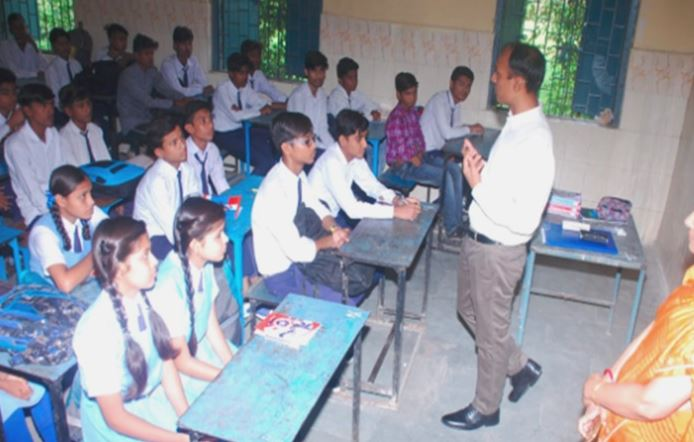 Now-officers-will-take-classes-in-government-schools-bhopal-collector-start-