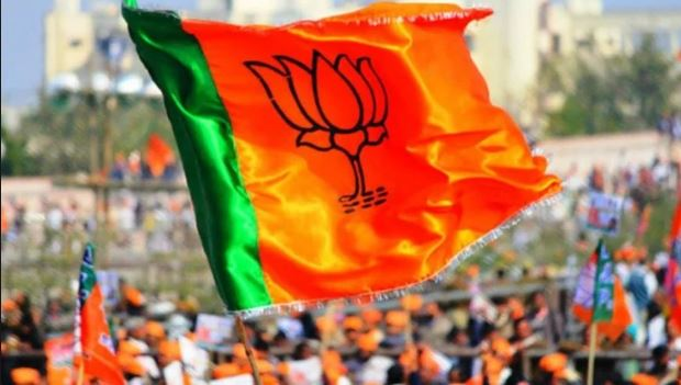 bjp-complaint-in-ec-against-campaigning-sadhu-sant-in-support-of-digvijay-singh-