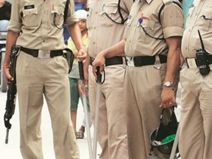 policemen-line-attach-after-drinking-alcohol-