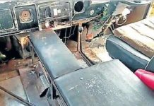 worried-over-the-driver-of-school-bus-carrying-children-beat-up-glass-blows-many-injurie