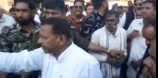 congress-mla-arjun-singh-kakodia-threatens-farmers-of-seoni-madhypradesh-video-viral