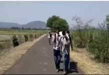 carrying-dead-body-to-6-km-on-the-shoulder-not-getting-ambulance-in-dindori