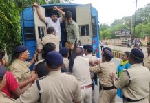 NSUI-workers-locked-JU-gate