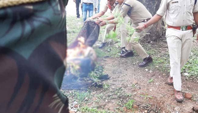 youth-burnt-fire-in-front-of-chatarpur-SP-office-death-in-hospital