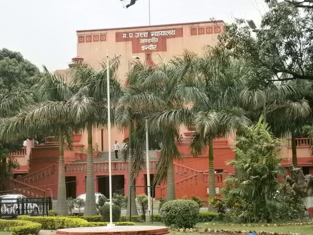 indore-high-court-bench-issue-notice-to-IAS-officers