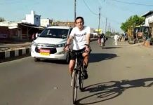 40-kilometers-away-from-the-bicycle-the-damoh-collector-inspection-the-hospital-