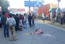 a-truck-hit-activa-and-one-dead-in-gwalior-mp