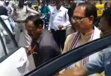 madhya-pradesh-former-cm-shivraj-singh-chouhan-took-the-injured-to-hospital-by-his-car