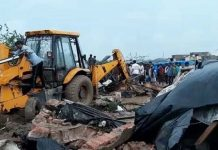 eight-people-of-madhya-pradesh-died-in-gujrat-collapsed-wall-