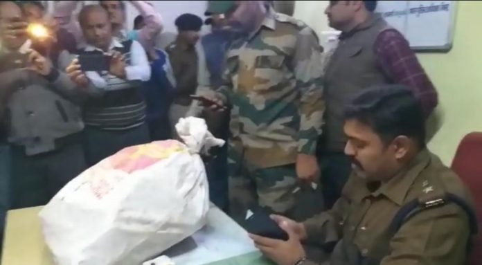 culprits-looted-postal-ballot-paper-in-bhind