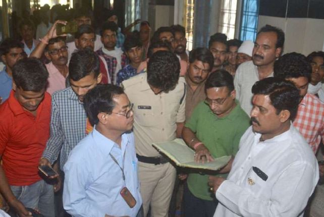 The-BJP-MPs-were-angry-at-the-disorder-in-the-district-hospital-MP