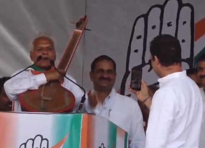 congress-candidate-hymns-in-front-of-rahul-gandhi-shujalpur-mp