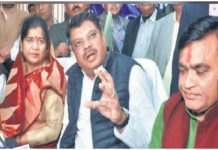 mla-angry-at-the-officers-in-front-of-the-minister-in-gwalior