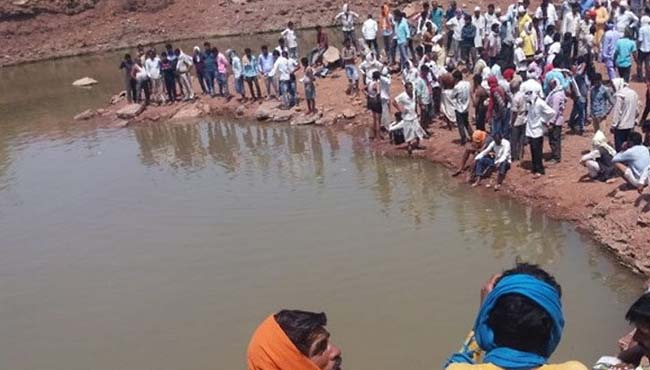 -Tragedy--Four-children-drowned-in-the-pond-in-damoh-