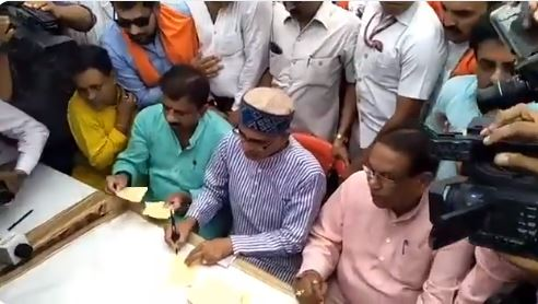 BJP's-signature-campaign-for-misbehavior-and-increasing-crime