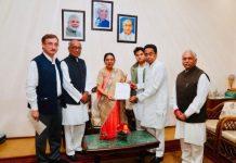 Congress-delegation-meet-Governor-Anandiben-Patel