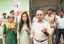 DGP-vk-singh-caste-his-vote-in-bhopal-