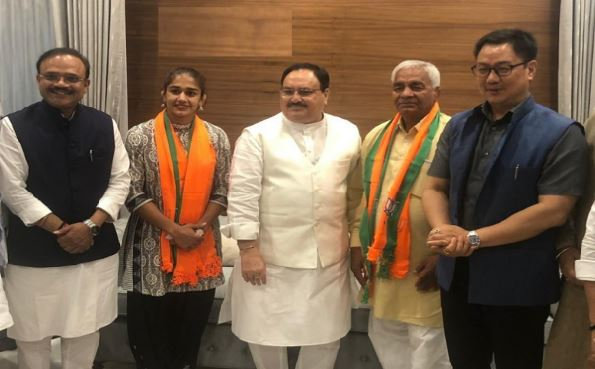 wrestler-babita-phogat-will-join-bjp-with-father-mahavir-phogat-