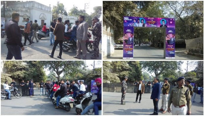 The-Bollywood-singers-stopped-the-way-before-the-concert