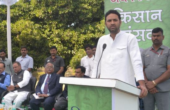 When-agriculture-minister-sachin-yadav-emotion-Remembering-the-father