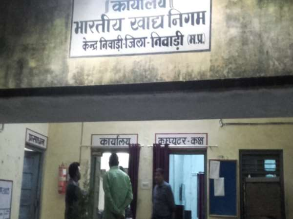 cbi-team-caught-fci-depot-manager-with-rs-50000-bribe-in-mp