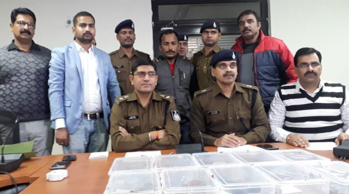 -Arms-dealer-arrested-with-10-country-pistol-and-4-rounds