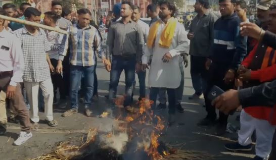-Pulwama-attack--Bajrangi-flown-the-effigy-of-Pakistan-and-terrorism-in-indore