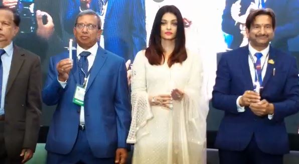actress-Aishwarya-Rai-Bachchan-Tribute-to-the-martyrs-in-indore-
