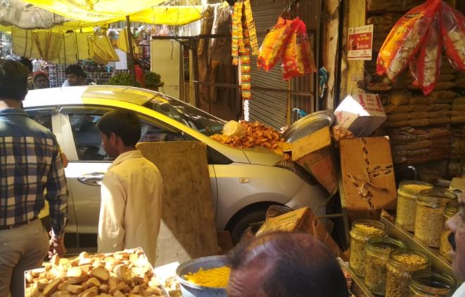 fast-speed-car-Go-to-the-store-in-sehore
